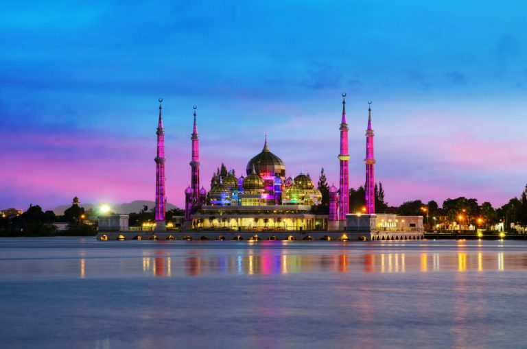 night-view-crystal-mosque-kuala-terengganu-malaysia (1) (1)